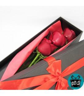 باکس گل رز قرمز 3 شاخه مدل دنیا